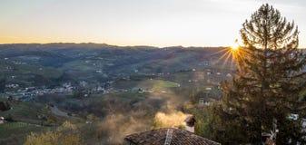 Diano d 'alba em Piedmont no nascer do sol fotos de stock royalty free