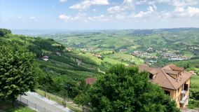 Diano D `-album i den Piedmont regionen i nordliga Italien stock video