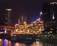 Diaojiaolougebied bij nacht, Chongqing, China stock afbeelding