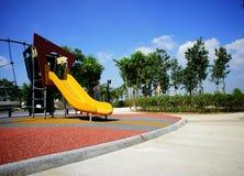 Diapositiva amarilla en el patio público Imágenes de archivo libres de regalías