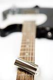 Diapositiva de la guitarra de acero con la nota musical sobre la guitarra Fretboard NINGÚN SALVADO Fotografía de archivo