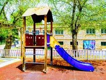 Diapositiva para los niños en el parque fotografía de archivo