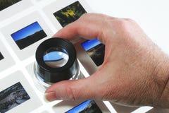 Diapositivas en el rectángulo ligero con la lupa Fotografía de archivo