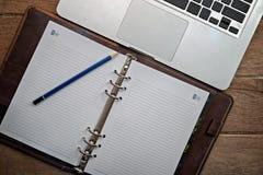 Diario con el ordenador portátil Foto de archivo libre de regalías