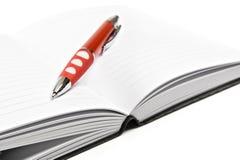Diario con la pluma roja imágenes de archivo libres de regalías