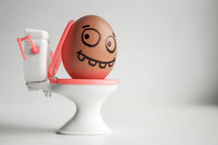 diarrhea Ovos engraçados com conceito pintado da cara imagem de stock royalty free