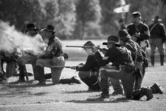 Dias 6 da guerra civil de Huntington Beach - incêndio do Carbine Foto de Stock Royalty Free