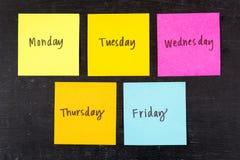 Dias de notas pegajosas da semana imagem de stock royalty free