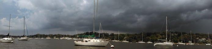 Dias tormentosos do barco foto de stock royalty free