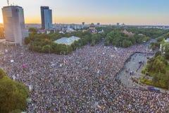 Diaspora protest in Boekarest tegen de overheid stock foto's
