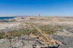 Diaz punkt z drewnianym przejściem i latarnią morską na Luderitz półwysepie w Namib pustyni, Namibia, afryka poludniowa Obraz Stock