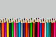 Dibuja con creyón el primer de la visión superior en fondo gris Fotos de archivo