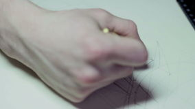 Dibuja un bosquejo del lápiz de un primer metrajes