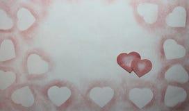 Dibujado en corazón del lápiz en el papel foto de archivo