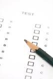 Dibuje a lápiz con el papel de prueba Fotos de archivo