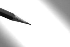 Dibuje a lápiz sostenerse a escribir en el papel en sombra Fotos de archivo