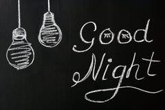 Dibujo con tiza en un fondo negro - deseándole buenas noches con las bombillas pintadas imagen de archivo libre de regalías