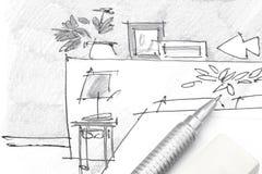 Dibujo de la mano del diseñador de los muebles del dormitorio con el lápiz y el borrador Foto de archivo libre de regalías
