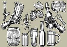 Dibujo de la mano de los objetos de la cerveza en sistema stock de ilustración