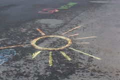 Dibujo de Sun en el asfalto Foto de archivo