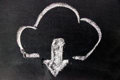Dibujo de tiza blanco como nube y abajo flecha en tablero negro imagen de archivo libre de regalías