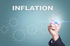 Dibujo del hombre de negocios en la pantalla virtual Concepto de la inflación Fotografía de archivo