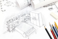 Dibujo interior de la mano del dormitorio con el modelo, los rollos y los lápices Fotografía de archivo