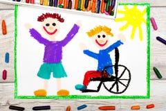 Dibujo: Muchacho sonriente que se sienta en su silla de ruedas Muchacho discapacitado con un amigo imagenes de archivo