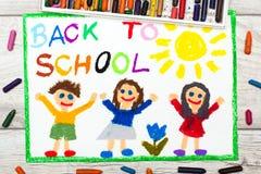 Dibujo: Palabra DE NUEVO A ESCUELA y a niños felices Primer día en la escuela stock de ilustración
