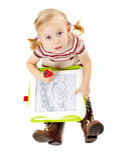 Dibujo preescolar de la muchacha en un tablero Imagen de archivo libre de regalías