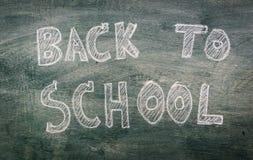 Dibujo a pulso de nuevo a escuela en la pizarra Imagen de archivo