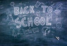 Dibujo a pulso de nuevo a escuela en la pizarra (imagen filtrada p Fotografía de archivo