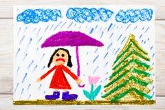 Dibujo: Tiempo lluvioso y niña triste que sostienen el paraguas fotos de archivo