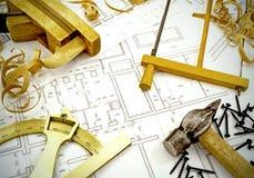 Dibujos de ingeniería y herramientas del edificio Fotografía de archivo libre de regalías
