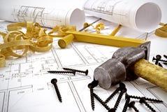 Dibujos de ingeniería y herramientas del edificio Fotos de archivo