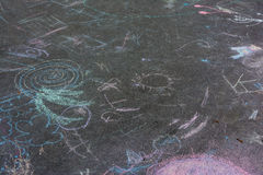 Dibujos de tiza de los niños Asphalt Concrete Outdoors Public Urban P Imagen de archivo