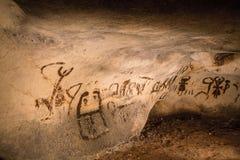 Dibujos hermosos de la cueva imagenes de archivo