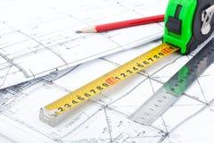 Dibujos y herramientas arquitectónicos de la medida Imágenes de archivo libres de regalías