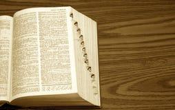 Diccionario en el escritorio Imagenes de archivo