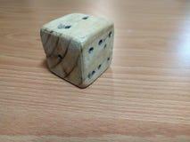 dice деревянное стоковые фотографии rf