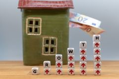 Dice form the word `growth` royalty free stock images