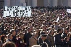 8 dicembre 2014 Concezione immacolata Folla di fedele chi papa Francis di sguardo Fotografie Stock
