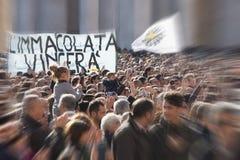 8 dicembre 2014 Concezione immacolata Folla di fedele chi papa Francis di sguardo Fotografia Stock