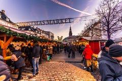 2 dicembre 2016: Il Natale commercializza a Copenhaghen centrale, Denma Fotografie Stock Libere da Diritti