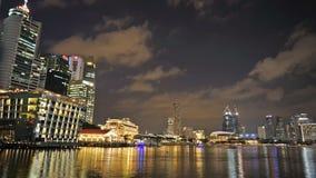 1° dicembre 2014, Singapore, Singapore: Scena aggiornata di notte del paesaggio finanziario di Singapore archivi video