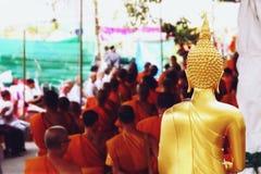 7 dicembre 2018, strada di Thep Khunakon, Na Mueang, Chachoengsao, statua di Buddha all'università per i monaci fotografia stock libera da diritti