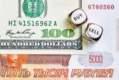 Dices sześciany, pocieranie, USD banknoty obrazy royalty free