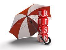 Dices z ryzykiem pod parasolem (ścinek ścieżka zawierać) Fotografia Stock