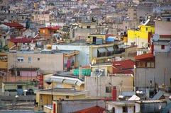 Dicht bevolkt woondistrict in westelijke Thessalonica - Griekenland stock foto's