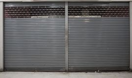 Dicht blind of rollende deur van winkelachtergrond met exemplaarruimte stock fotografie